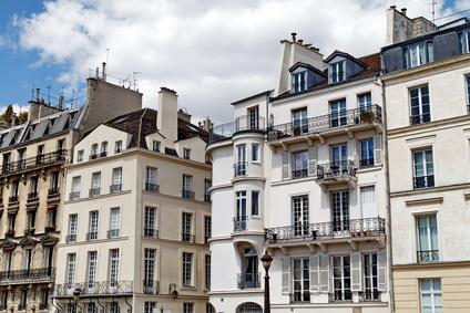 Façades blanches parisiennes.