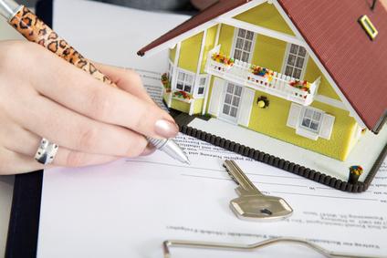 Kauf Vertrag für Haus unterzeichnen